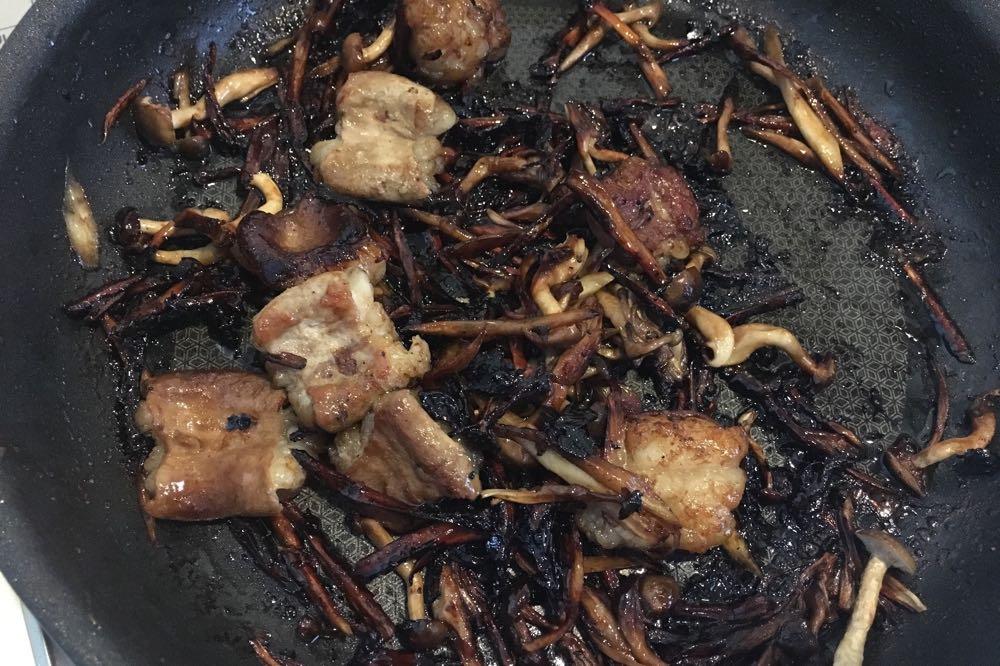 焦げた炊き込みご飯の具