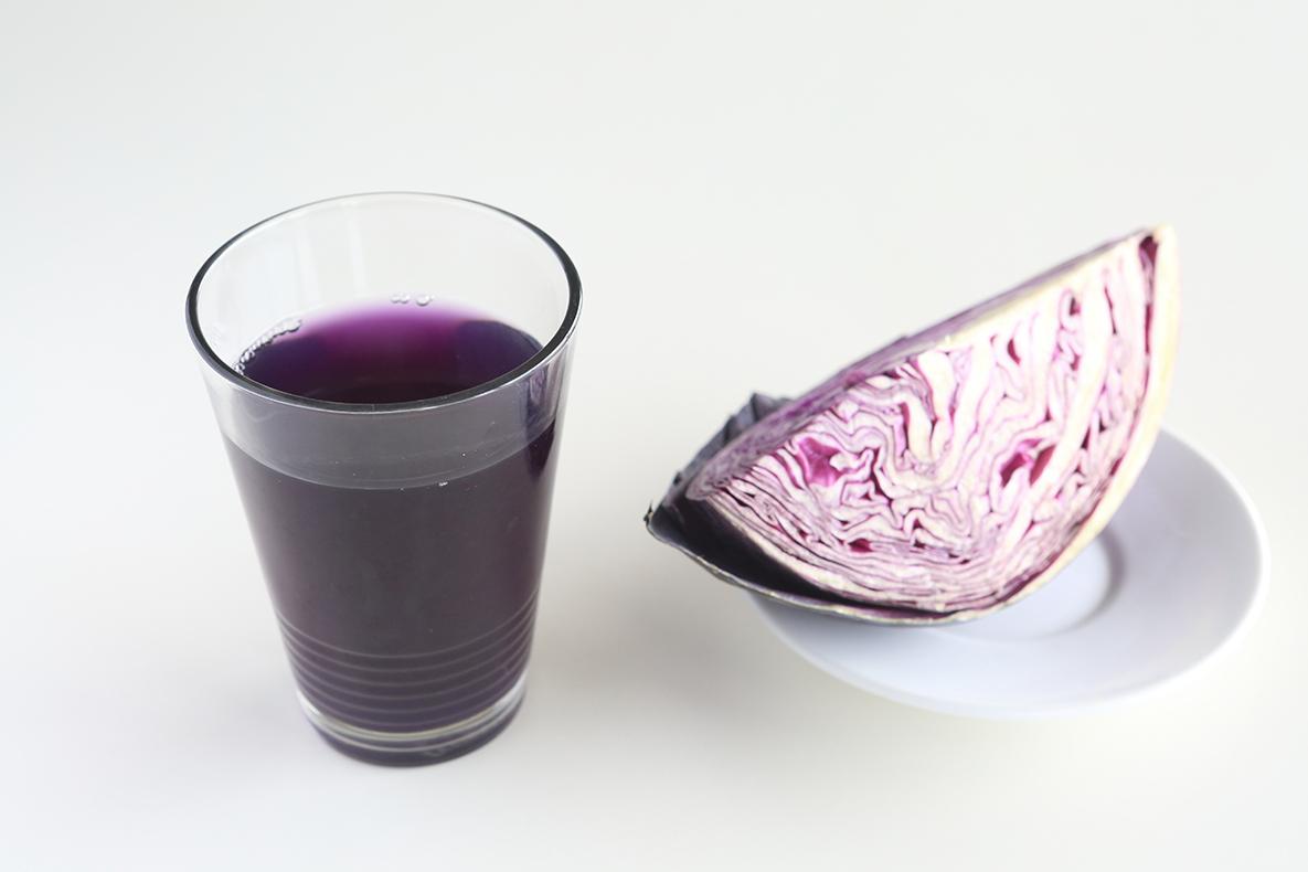 紫キャベツをざく切り