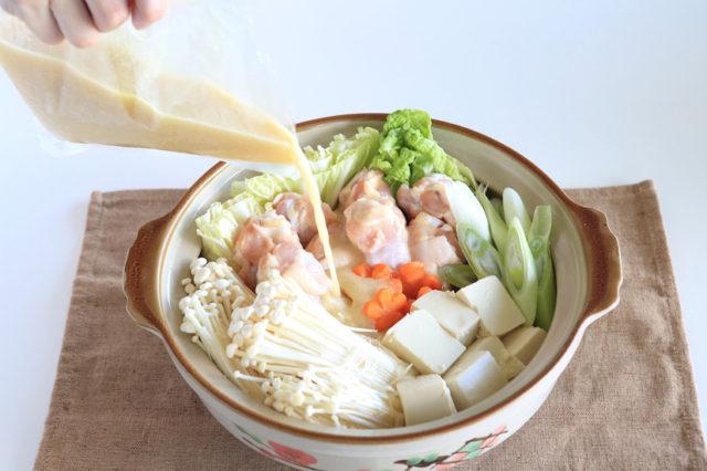 【霧島鶏鍋スープ・霧島鶏 手羽元】まさに黄金のスープの鶏鍋!
