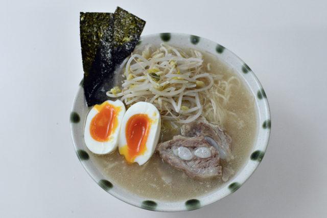 【国産豚軟骨】博多とんこつラーメン!スープも身も楽しめる!