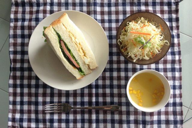 ただ乗せるだけ、ピクニック風サンドイッチ