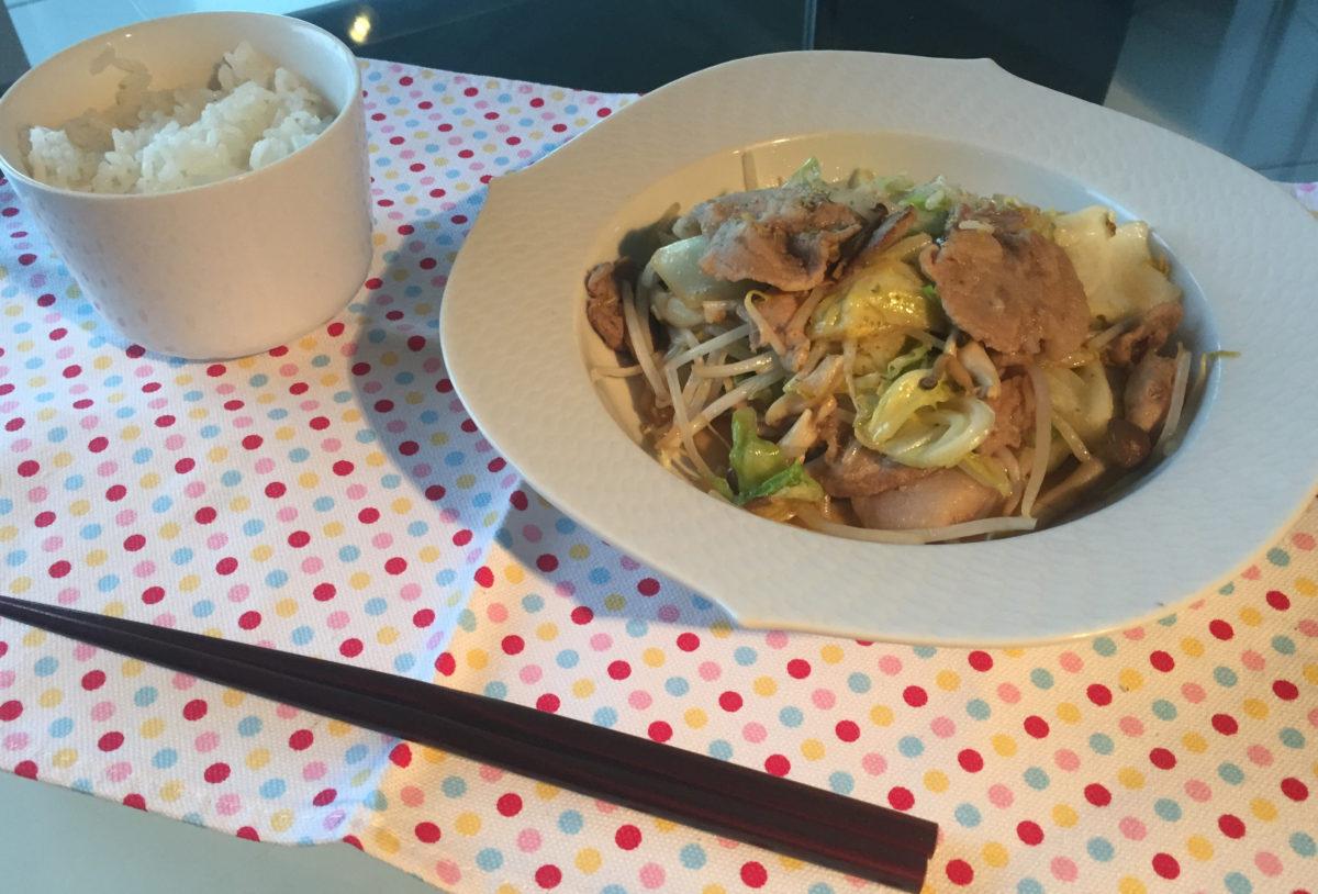 天文館の裏地の中華料理屋風の野菜炒め定食