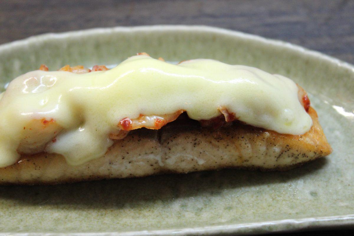栄養たっぷり!鮭のキムチチーズ焼き