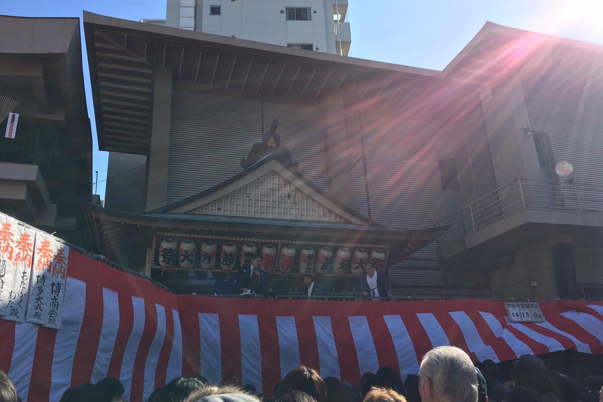 櫛田神社の豆まきの様子