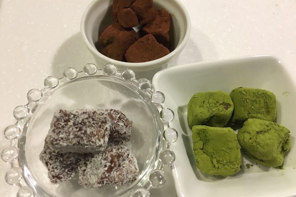 抹茶パウダーとココナッツ粉末もトッピング