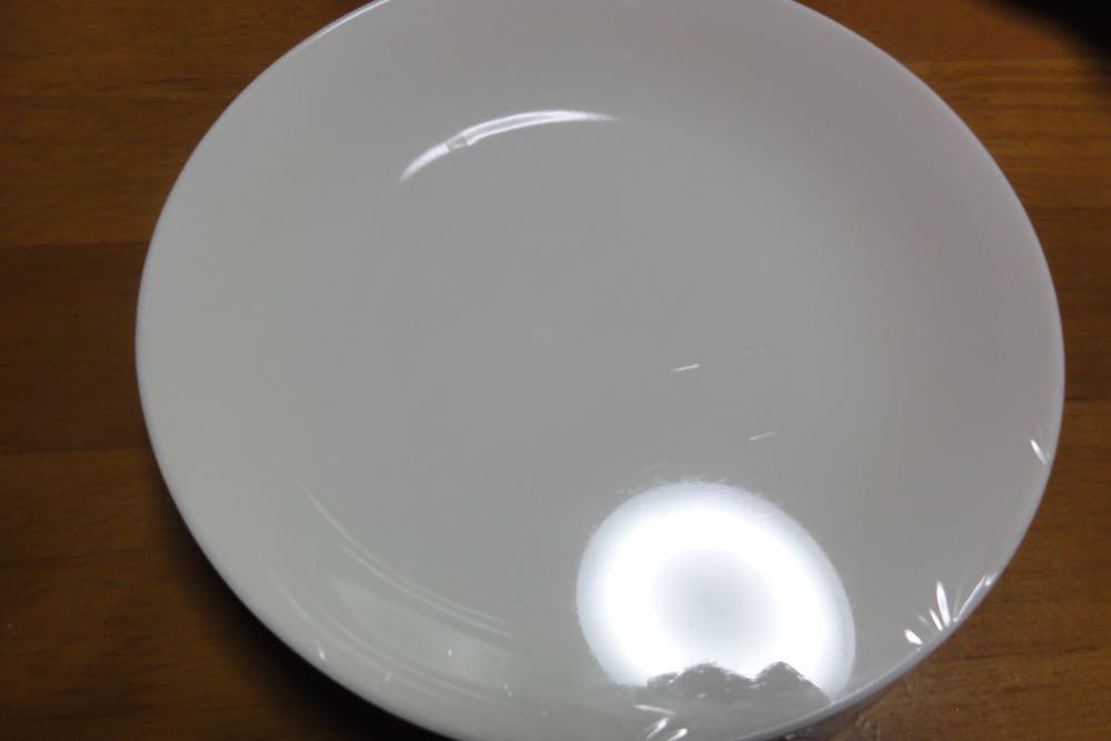 お皿にラップを貼る