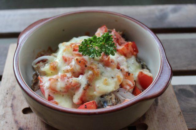 鯖の水煮缶とトマトのグラタン